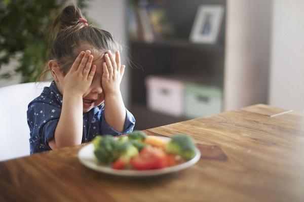 Первые симптомы детской анорексии - лечение