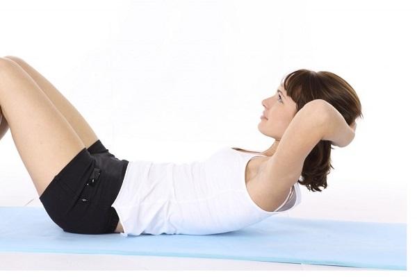 Упражнение скручивание и подъём ног