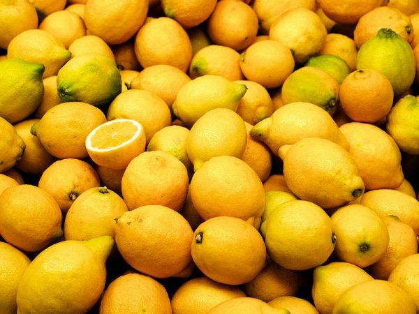Чем полезно ароматное масло лимона