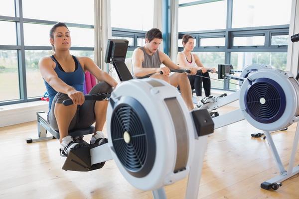 Гребной тренажер: подходит ли для похудения и как заниматься правильно