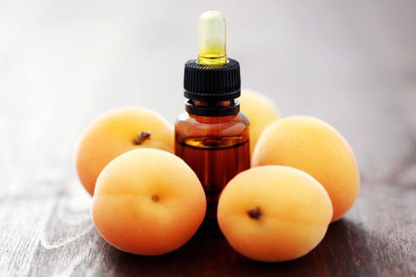 Как использовать абрикосовое масло для ухода за волосами
