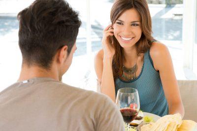 Как понять, что ты нравишься парню – признаки