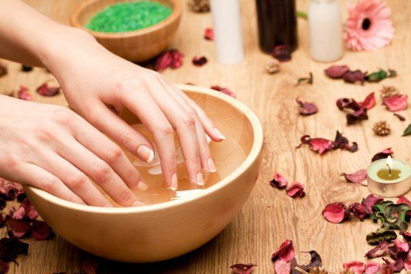 Масло лаванды: применение в косметологии и медицине, свойства и рецепты