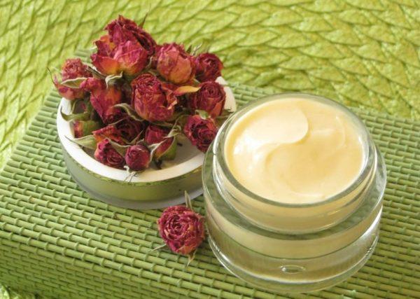 Масло розы — королевский уход за лицом, телом, волосами