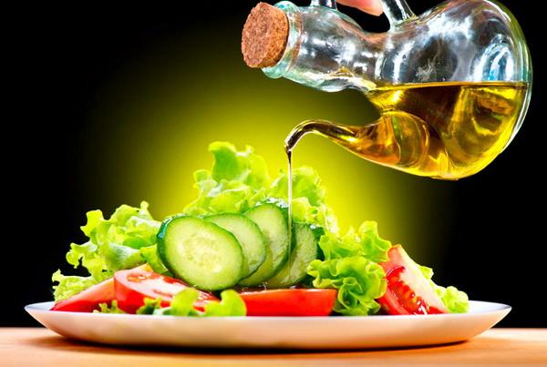 Оливковое масло: лечит сосуды и сердце, но помогает ли при похудении?