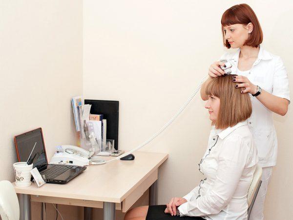 Седые волосы: в чём же причина?
