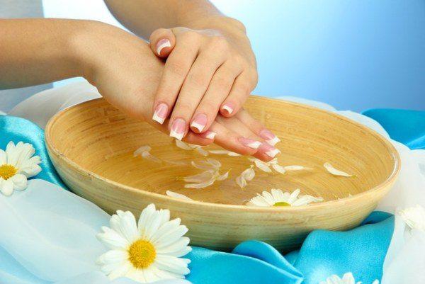 Сохраняем молодость кожи рук при помощи косметических кремов