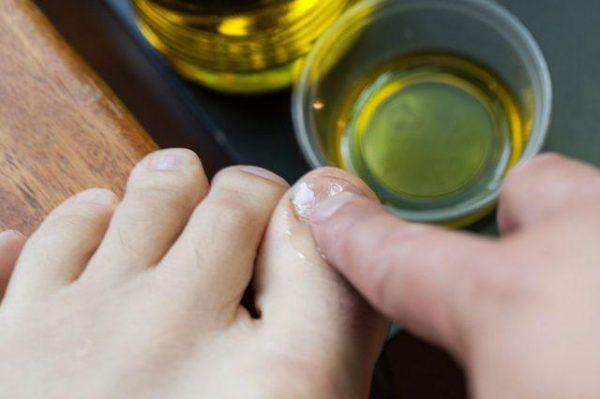 Универсальное масло чайного дерева: свойства и способы применения