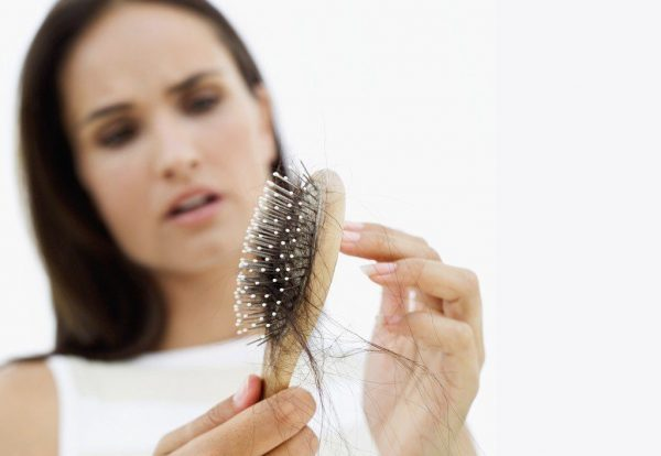 Витамины против выпадения волос: делаем выбор между препаратами и продуктами питания