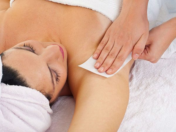 Восковая депиляция для гладкой кожи подмышек: подготовка и особенности выполнения