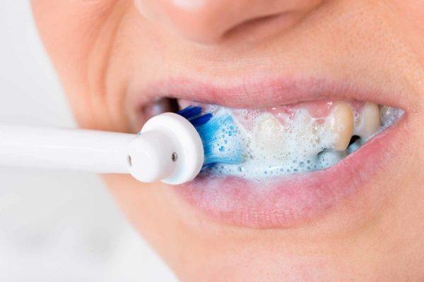 Как пользоваться ирригатором: правила качественного очищения полости рта