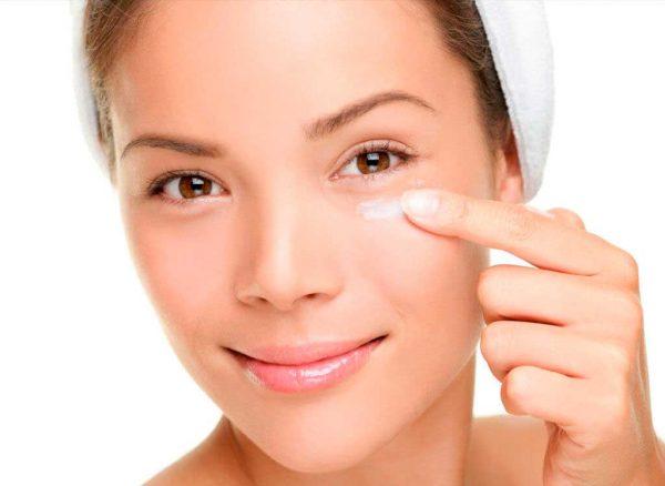Как после 40 лет сохранить молодость кожи вокруг глаз