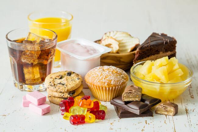 Как повысить сахар в крови: что лучше — съесть кусок сахара, выпить таблетку или прыгнуть с парашюта?