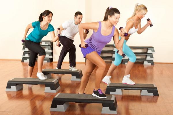 Комплекс упражнений с гантелями для похудения живота и рук