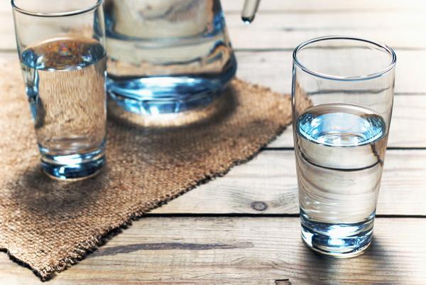 Разгрузочный день на воде: реально ли выдержать и сколько можно сбросить