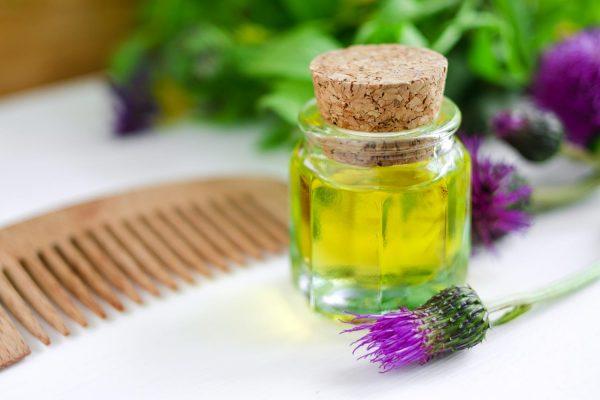 Репейное масло: панацея от проблем с волосами