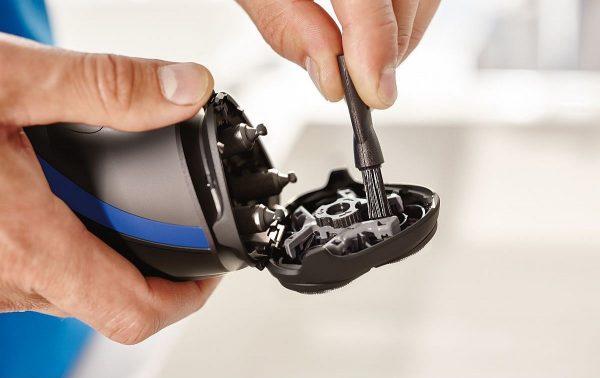 Сеточная электробритва против роторной: как выбрать помощницу