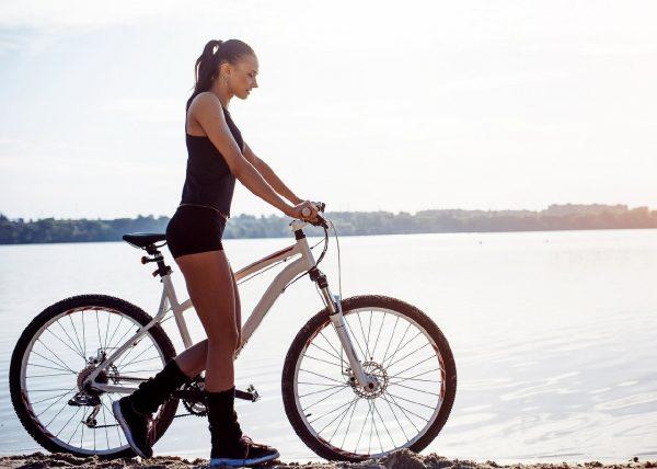 Спорт против целлюлита: эффективные упражнения для борьбы с «апельсиновой коркой»