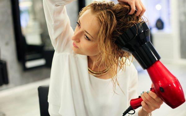 Сушка волос феном: секреты правильной укладки