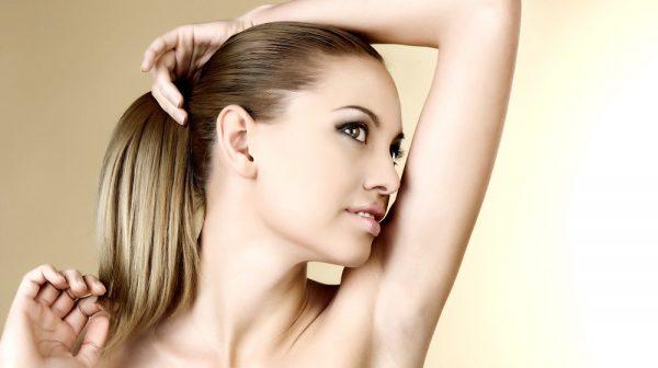 Удаление волос в области подмышек в салоне и дома: выбираем оптимальный метод