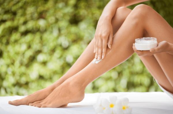 Удаляем волосы на ногах восковыми полосками: все особенности процедуры