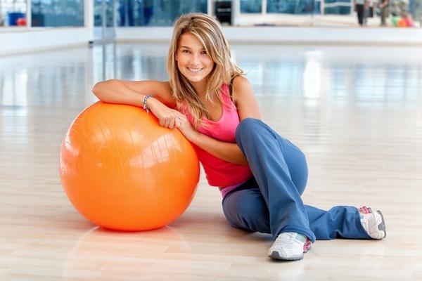 Упражнения на мяче для похудения: с чего начать и как добиться максимальной пользы?