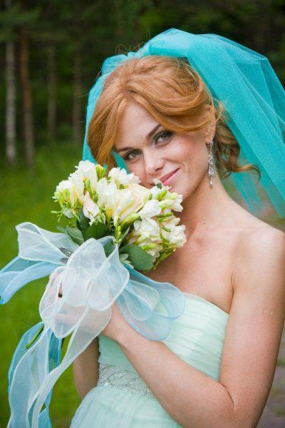 Свадебные причёски с фатой: обзор эффектных идей