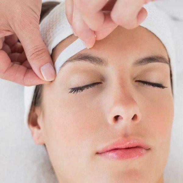 Воск для удаления волосков на лице: какой выбрать и как пользоваться